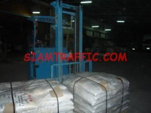 The packing of thermoplastic road marking materials