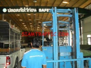 Our equipment : crane and forklift
